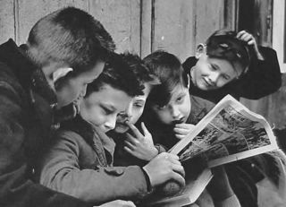 Kids_reading_comics