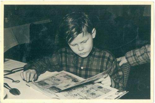 Kid-reading-comic2